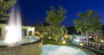 Hotel Hibiscus - fontána v zahradě