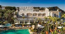 Resort Sorriso - hlavní budova s venkovním bazénem, zázemí pro klienty Villa Agave