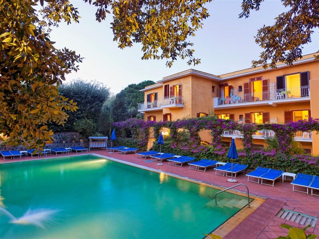 Hotel Cleopatra - romantický rodinný hotel v hlavním městě ostrova Ischii nedaleko přístavu a Aragonského hradu