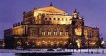 Adventní zájezdy na vánoční trhy (Německo - Drážďany / Dresden) - zasněžený pohled na Semperovu operu