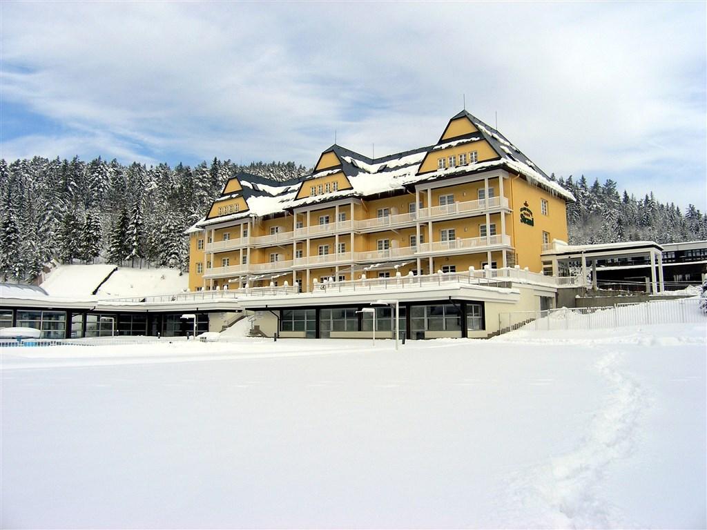 Grand Hotel Strand v zimním hávu