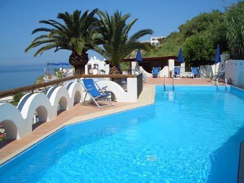 termální venkovní bazén - terasa - hotel Citara - termální ostrov Ischia - Itálie