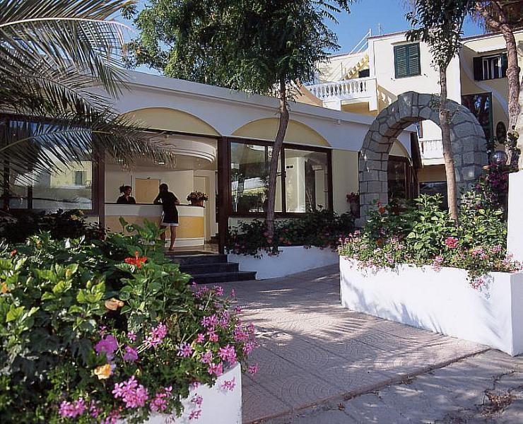vstup do hotelové recepce - hotel Hibiscus - termální ostrov Ischia - Itálie