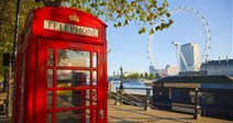 typická londýnská ikona - červená telefonní budka - Londýn - Velká Británie