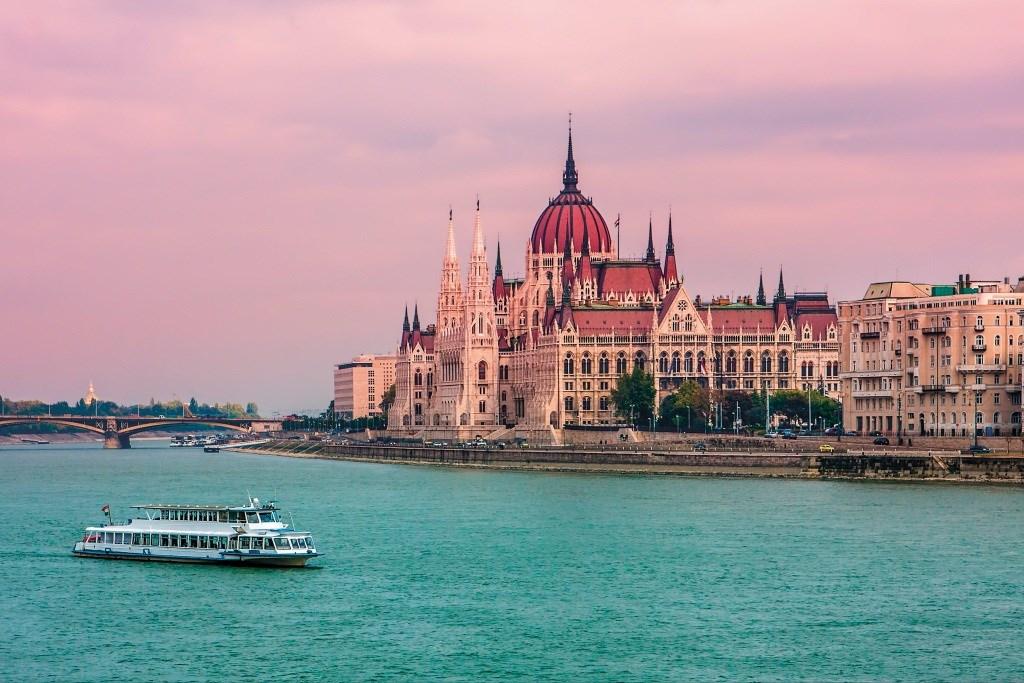 národní symbol Maďarska - Státní dům - Parlament - Budapešť - Maďarsko