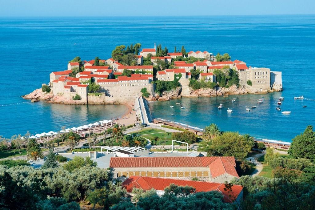 bývalá rybářská vesnice - dnes nejluxusnější letovisko na pobřeží - Sveti Stefan - Černá Hora