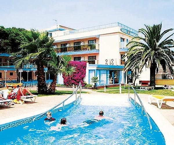 venkovní bazén v zahradě - hotel Amaraigua - Malgrat de Mar - Španělsko