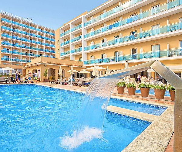 venkovní hotelový bazén - hotel Maripins - Malgrat de Mar - Španělsko