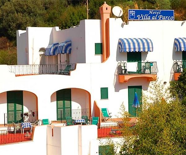 pohled na hotel - hotel Villa al Parco - termální ostrov Ischia - Itálie