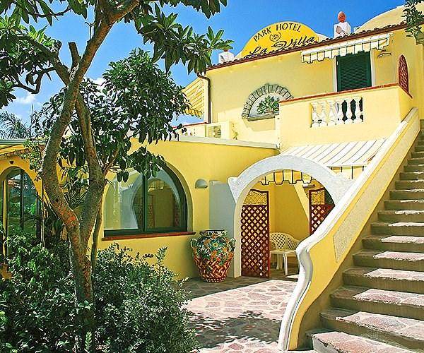 elegantní hotel ve středomořském stylu - Parc Hotel La Villa - termální ostrov Ischia - Itálie
