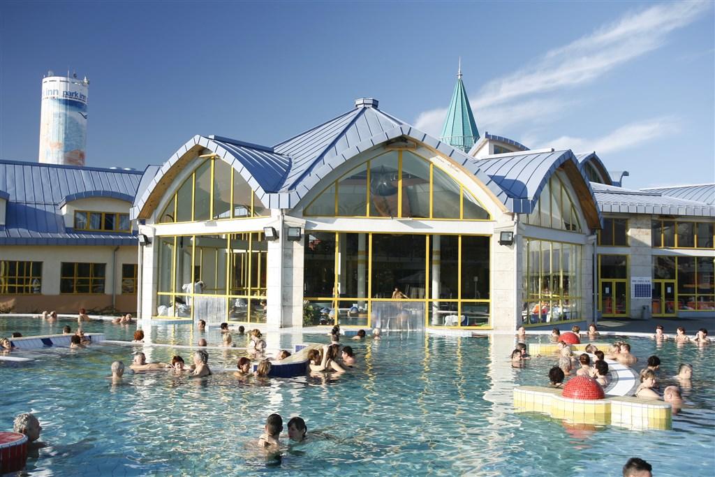 venkovní termální bazén - hotel Park Inn - lázně Sárvár - Maďarsko