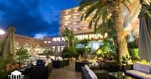 exotické posezení pod palmami - relax na terase - hotel Alba Seleqtta - Lloret de Mar - Costa  Brava - Španělsko