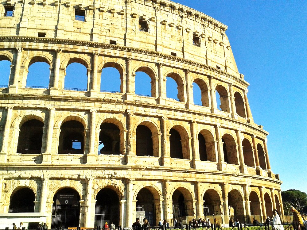 antické Koloseum - dominanta Říma - Itálie