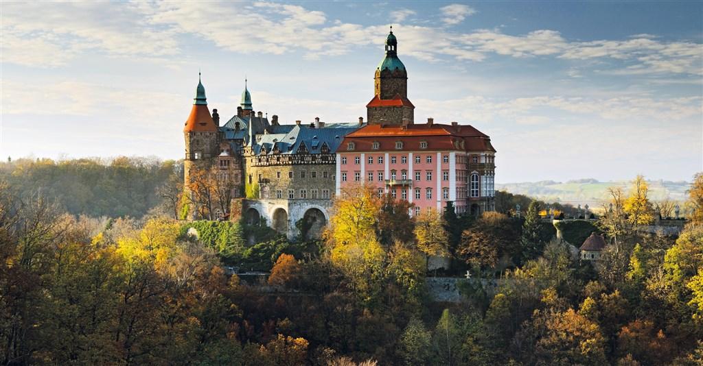 největší zámek ve Slezsku stojící nad meandrem řeky Polesnice - zámek Ksiáź - Slezsko - Polsko