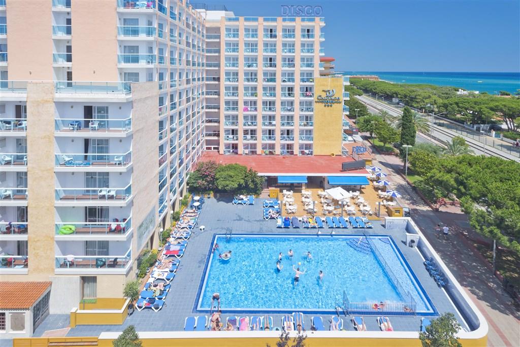 prostorný venkovní bazén - hotel HTOP Cartago Nova - Malgrat de Mar - Španělsko